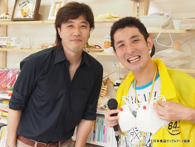 食品サンプル教室の開講中にFM西東京生出演