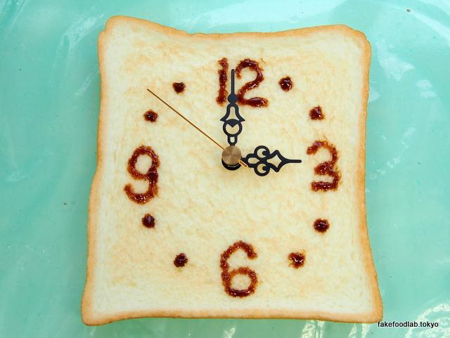 食品サンプルトースト時計 時間描き入れ