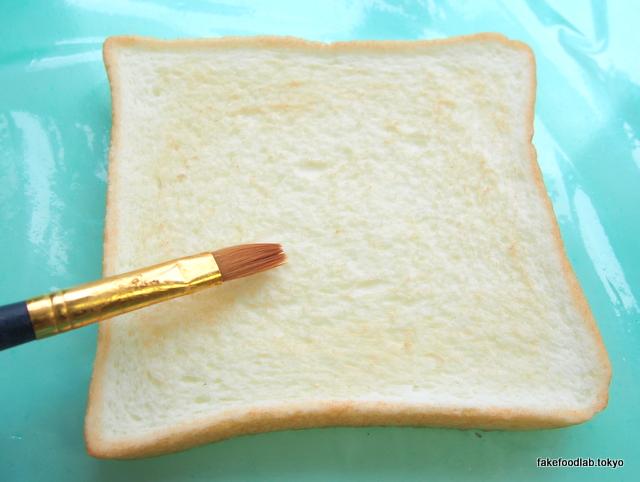 食品サンプル トースト焼き色の着色