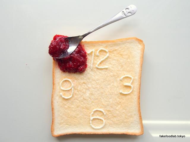 食品サンプルトースト マーガリンで時間を描く