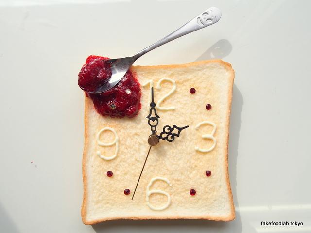 食品サンプルトースト 時計の設置