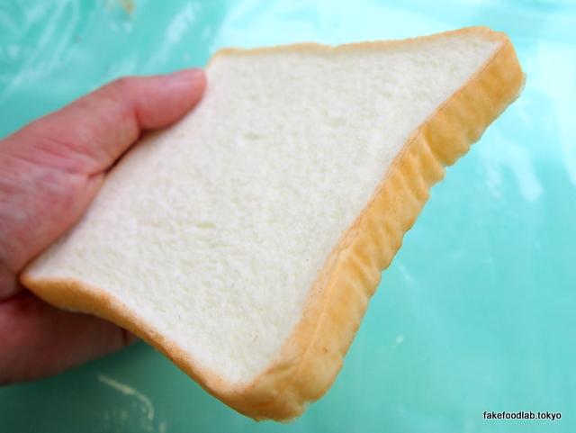 食品サンプル食パンの耳 着色