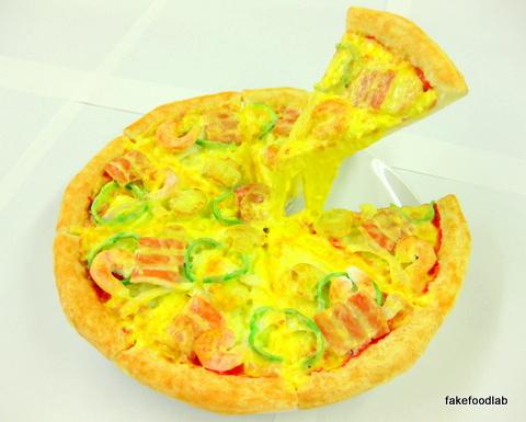 食品サンプル持ち上げピザ